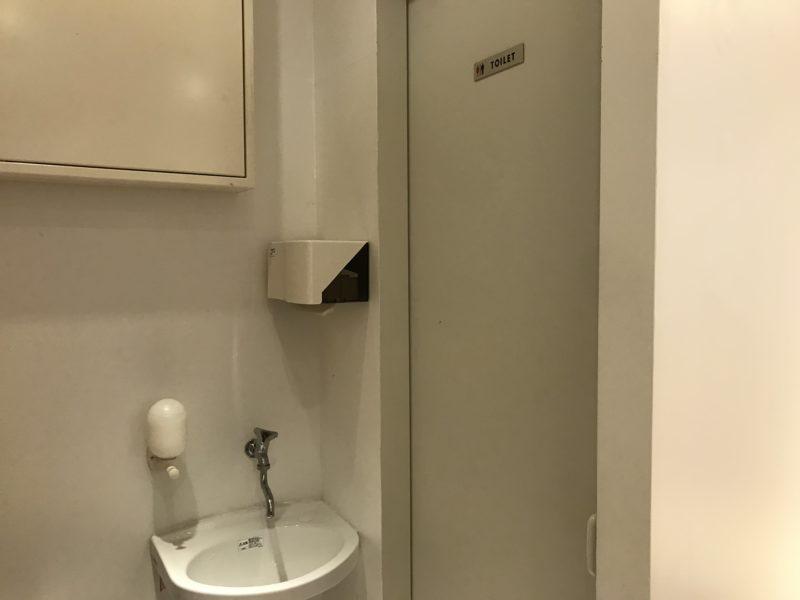 一芳店内トイレ